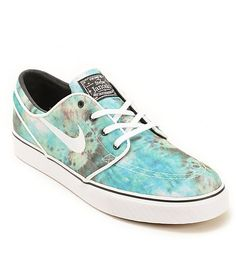 Update your looks with a fresh Turbo Green tie dye canvas upper with a Nike Zoom Air insole with air pocket for comfortable impact resistance.  Nike SB Zoom Stefan Janoski QS Tie Dye Skate Shoes.