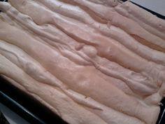 Fantastický kardinálov koláč s čučoriedkami (fotorecept) - recept | Varecha.sk Icing, Food And Drink, Dark, Drinks, Drinking, Beverages, Drink, Beverage