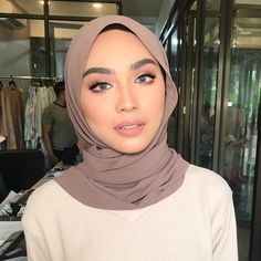 Modesty Fashion, Hijab Fashion, Mode Inspiration, Makeup Inspiration, Head Scarf Styles, Hair Styles, Hijab Collection, Hijab Tutorial, Girl Hijab