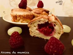 Briose cu mascarpone si zmeura | Arome de mamica Pancakes, Cheesecake, Goodies, Breakfast, Desserts, Food, Mascarpone, Sweet Like Candy, Morning Coffee