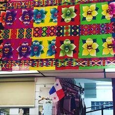 A Dios sea la gloria y toda la honrra. Nuevo diseño de #Paruma exclusiva para la #mujerembera #mujerwonnan #Embera #wounaan #Dalyss77 #diseñadoradeparumas #diseñadoradetelas #diseñadortextil #textildesign #fashionprints #cultura #Panamá #Darien #designer #detalles #madeinpanama #flordelespiritusanto #pty507