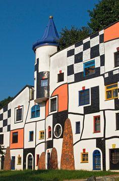 Kunsthaus (Art House) in Rogner Bad Blumau Spa Town Designed by Architect Friedensreich Hundertwasser, Styria, Austria Unusual Buildings, Colourful Buildings, Interesting Buildings, Amazing Buildings, Detail Architecture, Amazing Architecture, Art And Architecture, Friedensreich Hundertwasser, Art Plastique