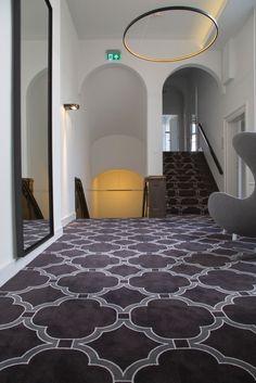 Een gestuukt plafond was de inspiratiebron voor de architect om dit patroon op tapijt te produceren. Omdat wij ook faciliteren hebben wij onze fotograaf foto's laten nemen en deze vervolgens hiervoor bewerkt . Zie hier het prachtige resultaat!
