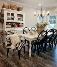 If you are looking for Farmhouse Dining Room Design Ideas, You come to the right place. Below are the Farmhouse Dining Room Design Ideas. Design Living Room, Dining Room Design, Dinning Room Ideas, Design Room, Farmhouse Kitchen Tables, Rustic Farmhouse, Kitchen Dining, White Farmhouse Table, Dining Area