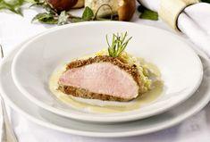 Die aromatische Haselnusskruste harmoniert perfekt mit dem Fleisch. Ein Braten, der bei keinem Herbstessen fehlen darf.