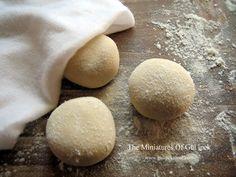 monaclay mini ekmekler .Miniature food  scale 1:12  #dollhouse #miniatures #sclae #fakefood #breads #ekmek #handmade #südorkırtasiye #monaclay #clayart #clay #photo