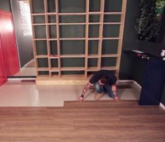 Aprenda a aplicar piso vinílico imitando madeira
