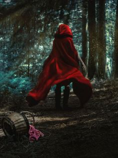 little red riding hood aesthetic Red Riding Hood Wolf, Little Red Ridding Hood, Little Red Hood, Psychedelic Drawings, Fantasy Photography, Creepy Photography, Shooting Photo, Rwby, Ever After