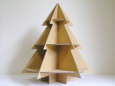 Cardboard tree with shelves no instructions Christmas Paper Crafts, Diy Christmas Tree, Christmas Decorations To Make, All Things Christmas, Christmas Holidays, Christmas 2019, Cardboard Tree, Cardboard Design, Cardboard Crafts