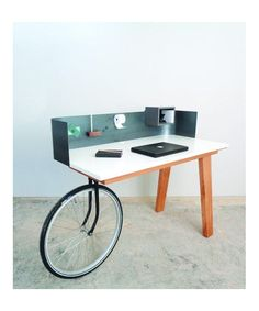 Urban Nomad Oak Desk designed by STUDIO Isabel Quiroga made in Netherlands as part of Furniture and Tables and Desks tagged Dutch design and Top design tables - image 2 on CROWDYHOSUE