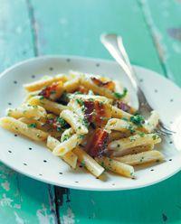 Penne pasta med bacon og fløde