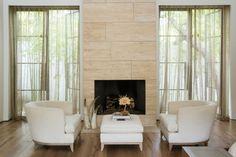 Mały nowoczesny dom w Los Angeles i jasny salon - zainspiruj się!
