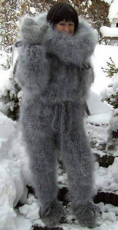 I would love to take her home and make love to her while she wears that fuzzy catsuit all night Fluffy Sweater, Mohair Sweater, Gros Pull Mohair, Winter Beauty, Catsuit, Sweater Outfits, Mittens, Fur Coat, Wool