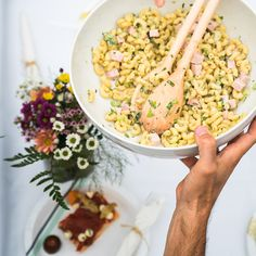 This recipe for pasta salad makes for the perfect side dish, or even as a main for lunch or dinner. How To Make Salad, Food To Make, Tasty Dishes, Side Dishes, Ricardo Recipe, Macaroni Salad, Macaronis, Serious Eats, Pasta Salad Recipes
