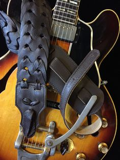 Franklin Strap Caramel Resonator Strap 2.5 Glove Leather with Suede Backing and Quick Release Loop Dobro Strap