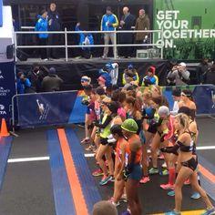 The elite women start!