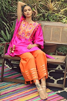Pakistani Dresses Casual, Pakistani Dress Design, Indian Dresses, Indian Outfits, Stylish Dresses, Casual Dresses, Afghan Dresses, Dress Neck Designs, Desi Clothes