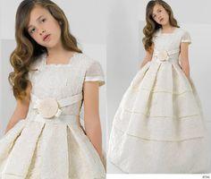 Dónde comprar online el vestido de Comunión de tu hija: Vestido de comunión de la firma Miquel Suay.