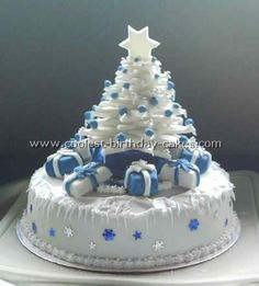 Miniature holiday trees made of icing, chocolate or marzipan mix are beautiful Christmas cake decorations that look fantastic and taste delicious Christmas Cake Designs, Christmas Tree Cake, Christmas Cake Decorations, Christmas Sweets, Holiday Cakes, Noel Christmas, Christmas Baking, Xmas Cakes, White Christmas