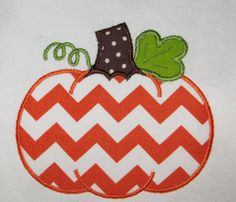 Chevron pumpkin applique onesie or t-shirt. Personalized with the name and font of your choice! Applique Designs, Machine Embroidery Designs, Applique Ideas, Embroidery Ideas, Chevron Pumpkin, Sewing Crafts, Sewing Projects, Applique Onesie, Fall Baby Clothes