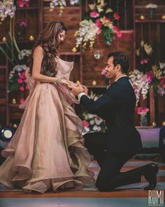 Showing off your personality, taste and life as a couple? Check out these three themes to find your ideal wedding sytle. The urban wedding Who? Indian Engagement Photos, Indian Wedding Poses, Indian Wedding Couple Photography, Pre Wedding Poses, Wedding Couple Photos, Romantic Wedding Photos, Engagement Photo Poses, Couple Photography Poses, Wedding Couples