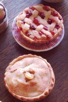 Cherry or apple? 1:12 scale dollhouse pies