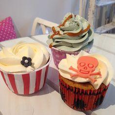 Sista chansen att testa Pumpan nu i veckan! Vi har även Red Velvet & Saltkaramell! #cupcake #fika #lilllördag #onsdagsmys #dessert #snack #efterrätt #pumpa #redvelvet #saltkaramell #göteborg #linné #gbgftw
