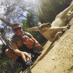 Eu e meu amigo canguru Jack !  #canguru #kangaroo #currumbinwildlifesanctuary #aussie #australia #currumbin #goldcoast by lfbmagalhaees http://ift.tt/1X9mXhV
