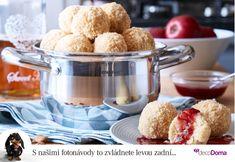 Vyzkoušejte jablečné knedlíky bez plnění. Jablka jsou totiž přímo v těstě! Nejlepší jsou přelité máslem a se skořicí. Klidně k nim ale přidejte i malinovou omáčku z domácí zavařeniny.