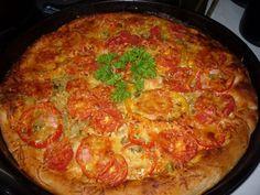 Вкусная домашняя пицца в духовке Вкусная домашня пицца в духовке выходит очень вкусной и сытной. Ведь не зря пицца домашняя, в нее можно положить по больше вкусный и любимых продуктов. #Выпечка #Пиццы #RECIPES #cheese #dough #pizza
