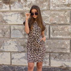 8dc5e337a62b1d Deze fijne  leopard bow  dress is het perfecte jurkje voor deze zomer. The