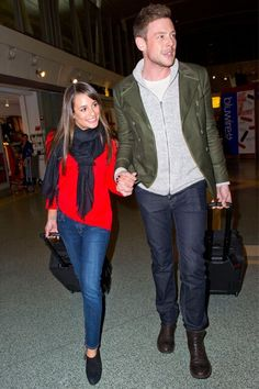 Cory Monteith and Lea Michele arrive hand in hand at JFK airport in New York City. #monchele