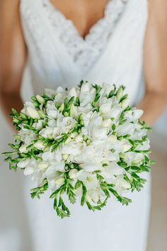 white-bridal-bouquet-1