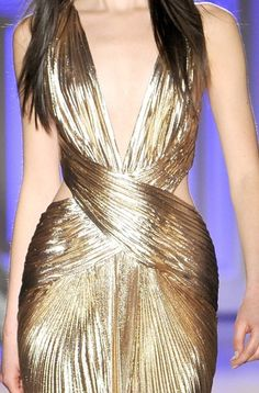 what a silhouette!!  Zuhair Murad, Spring 2012 Couture (in any colour georgette would look stunning)- god find me a tailor!