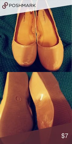Nude Flats Great condition. Sz 8 Shoes Flats & Loafers