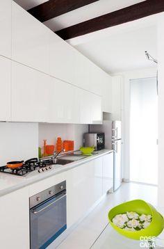 fiorentini-bilocalecorsocomo-cucina E Piano, Beach Cottage Style, Studio Apartment, Bed And Breakfast, Kitchen Cabinets, Design Inspiration, Interior Design, Architecture, Home Decor
