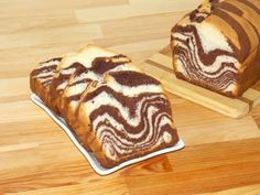 Soft, flaky, super delicious and super easy to prepare, this zebra (marble) loaf cake is one of my favorite desserts. Also this black and white loaf cake is . Striped Cake, Loaf Cake, Food Videos, Super Easy, Make It Yourself, My Favorite Things, Ethnic Recipes, Desserts, Marble