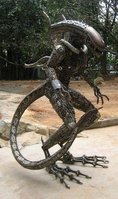 Sculpture MetalWork Scrap Alien Yaujta
