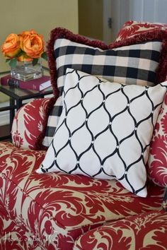 Cutting Edge Stencils shares a DIY side table makeover using the French Poem Craft Stencil and Chalk Paint. Stenciled Pillows, Accent Pillows, Throw Pillows, Home Decor Dyi, Stencil Decor, Mandala Stencils, Cutting Edge Stencils, Wooden Wall Art, Designer Pillow