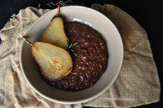 Risotto de chocolate con peras fritas en aceite de coco