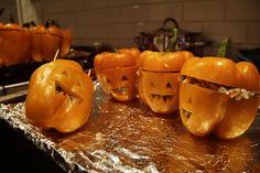 Reunion de pimentones naranjas rellenos de carne y arroz. Halloween Relleno, Food Pictures, Carne, Food Photography, Pumpkin, Vegetables, Halloween, Orange, Rice