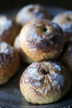 Apple and Cinnamon Bagels. Brunch Recipes, Breakfast Recipes, Dessert Recipes, Desserts, Cinnamon Bagels, Cinnamon Apples, Homemade Bagels, Pancakes, Paleo