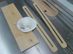 https://atelierdubricoleur.wordpress.com/2010/06/03/faire-des-rainures-au-banc-de-scie-making-slots-at-the-tablesaw/