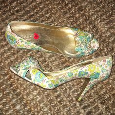 J.Crew Collection Floral Bow Pumps - Size 9! J.Crew Collection Floral Bow Pumps - Size 9! Made in Italy. Worn once or twice, in great condition. Heel height 4 inches. Bow on front has silver crystals on it! J. Crew Shoes Heels