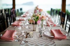 this gray chevron wedding table runner is gorgeous! Who will not love this elegant and gorgeous wedding table top decoration idea? They used lovely flowers and beautiful wedding decorations