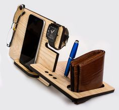 Watch Eye and Valet Docking Station for iPhone от LovelyLadyCat Wood Projects, Woodworking Projects, Support Telephone, Smartphone Holder, Anniversary Gifts For Husband, Wooden Gifts, Desk Organization, Iphone 7 Plus, Iphone 6