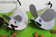 Eine Maus basteln und Frederick kennenlernen – mit einem Papierteller und ein … Make a mouse and get to know Frederick – with a paper plate and a few pipe cleaners you can make great mice quickly and easily! Diy For Teens, Crafts For Teens, Interior Room Decoration, Teen Bedding, Couch Set, Tea Party Birthday, Moisturizer For Dry Skin, Arts And Crafts Movement, Paper Plates