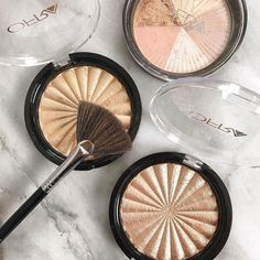 Get your holiday glow on with @ofracosmetics highlighters! Get 30% off with promo RAWFASHION30 #ofracosmetics #ofra #ofrahighlighter #highlighter #highlighterswatches #beauty #beautyguru #beautyqueen #beautyaddict #mua #bblogger #couponcode #discountcode #promo #cosmetics #makeupartist #makeupforever #makeuptutorial #makeupvideo #makeuplove #newinbeauty #whatsnewinbeauty