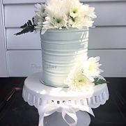 I finally pulled out an icing comb that had been laying in a drawer forever. This buttercream cake looks like a tin bucket filled with fresh flowers Wedding Cake Rustic, Rustic Cake, Wedding Cakes, Wedding Cake Fresh Flowers, Fresh Flower Cake, Flower Cakes, 1 Tier Cake, Tiered Cakes, Beautiful Cakes