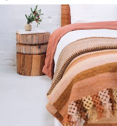 I love the 'Julia' carved stumpie as a side table. Pop & Scott linen and bed, Pampa rugs and Amy Leeworthy bud vase. Space Furniture, Furniture Design, Pop And Scott, Interior And Exterior, Interior Design, Minimalist Room, Linen Bedding, Bed Linen, Luxury Bedding Sets
